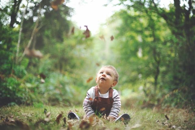 Séance enfant, bébé, nature . Photographe professionnel Portrait Mariage Vannes, Morbihan