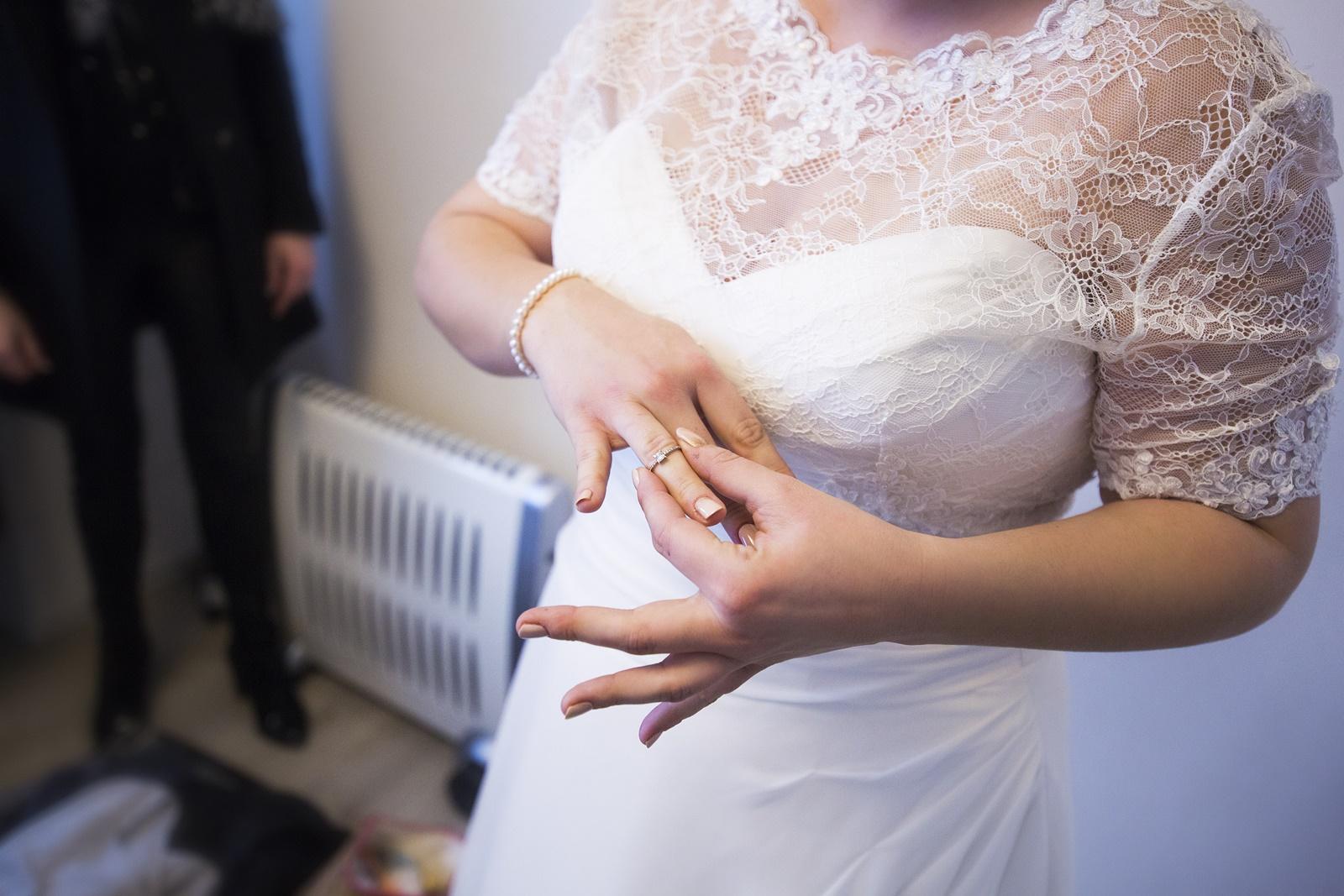 Habillage mariée Alliances mariage mariée photographe morbihan Pontivy